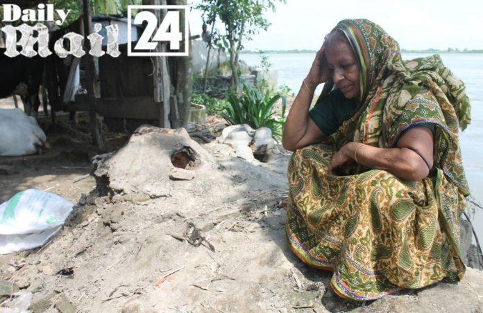 পদ্মা-মেঘনার ভয়াবহ নদী ভাঙ্গনে বিলীন শত শত বসতবাড়ি