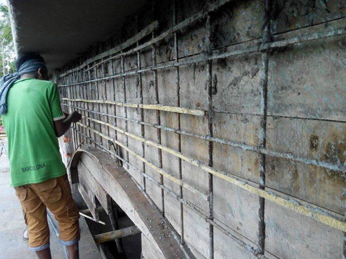 বান্দরবান সরকারি মহিলা কলেজের নির্মাণ কাজে রডের পরিবর্তে বাঁশ