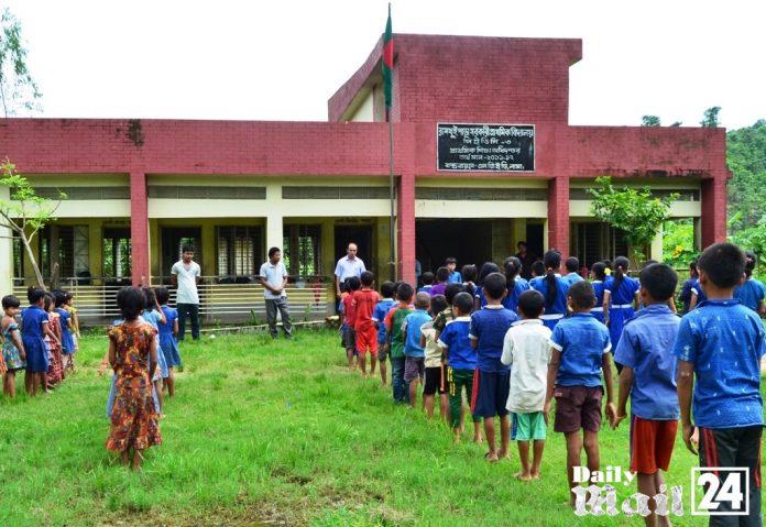 বান্দরবানের রামথুই পাড়া সরকারি প্রাথমিক বিদ্যালয়ের বেহাল দশা