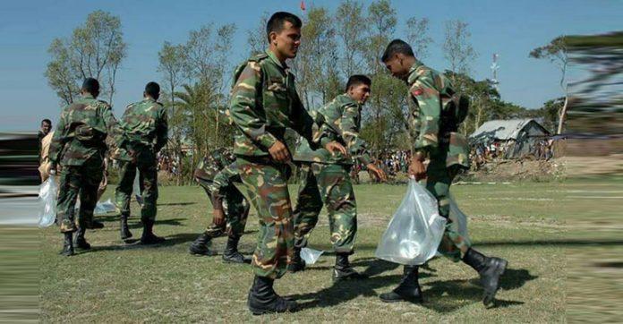 সুষ্ঠু ব্যবস্থাপনায় রোহিঙ্গাদের ত্রাণ বিতরণ করছে সেনাবাহিনী