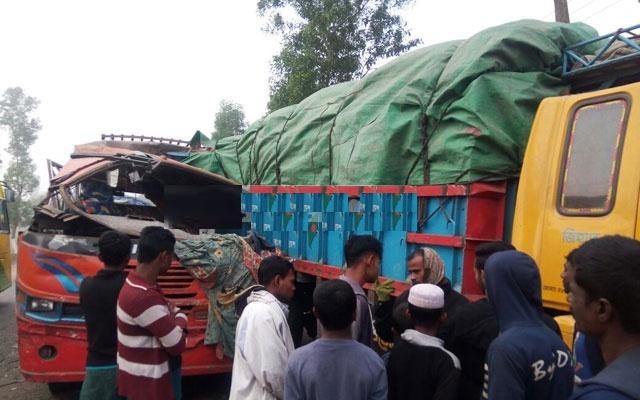 ঢাকা-সিলেট মহসাড়কেইজতেমা ফেরত বাস-ট্রাকের সংঘর্ষে ৪ জন নিহত