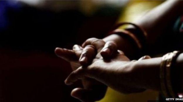 বোনকে উদ্ধার করতে'খদ্দের' সেজেযৌনপল্লীতেযুবক