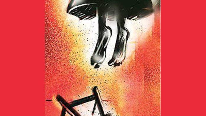 গৃহবধূর ঝুলন্ত লাশ উদ্ধার, রহস্য উটঘাটনে চলছে ময়নাতদন্ত