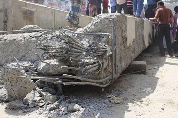 মধ্যবাড্ডায় ভেঙে পড়েছেনির্মাণাধীন ইউলুপের লোহার বিম