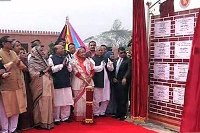 পটুয়াখালীতে প্রধানমন্ত্রীর 'শেখ হাসিনা সেনানিবাসে' উদ্বোধন