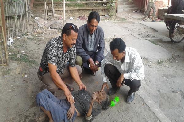 অসহায় বৃদ্ধার দায়িত্ব নিলো গ্লোরী সমাজ উন্নয়ন সংস্থা