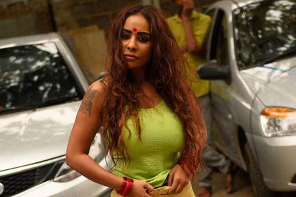 তেলুগু অভিনেত্রীদের 'সেক্স ডল'-এ পরিণত করেছেনপরিচালকরা!