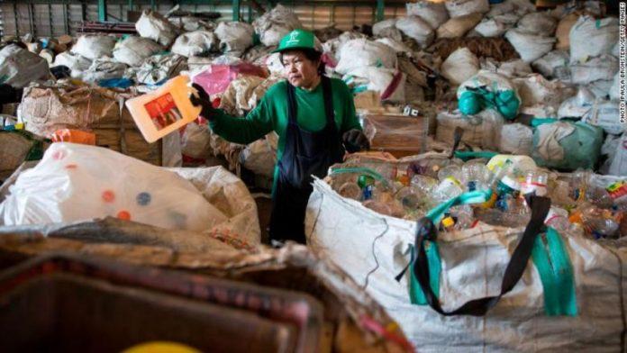 আবারও চীনে বর্জ্য আমদানি নিষিদ্ধ; চিন্তিত ব্রিটেন-যুক্তরাষ্ট্র