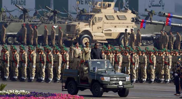 পাকিস্তানের সামরিক বাজেটট্রিলিয়ন রুপি ছাড়িয়ে!