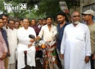 ফরিদপুরের বোয়ালমারীতে নৌকার জন্য ভোট চাইলেন কাজী সিরাজ