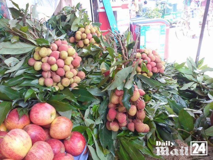 রমযানে ফরিদপুরে জমে উঠেছে মৌসুমী ফলের বাজার