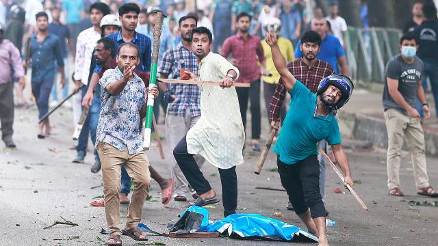 আন্দোলনের সপ্তম দিনে জিগাতলায় শিক্ষার্থীদের ওপর হামলা