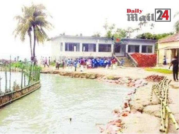 কুষ্টিয়া সরকারী প্রাথমিক বিদ্যালয় ভাঙ্গনের ঝঁকিতে পড়েছে