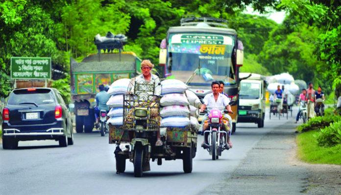 ঝিনাইদহে মহাসড়কে চলছে অবৈধ সিএনজি, নসিমন করিমন ভটভটি