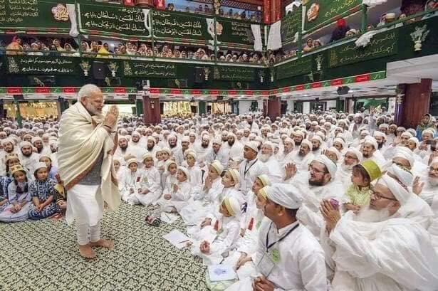 মুসলিম ভোট টানতেধর্মীয় অনুষ্ঠানে শরিক হলেন মোদি