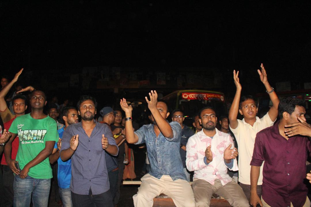 মুক্তিযোদ্ধা কোটা বহালের দাবিতে ঢাকা-আরিচা মহাসড়ক অবরোধ
