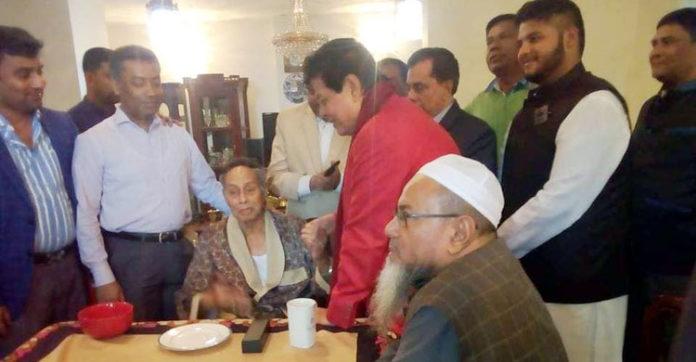 চিত্রনায়ক ফারুককেসমর্থন দিয়ে দোয়া করলেনএরশাদ