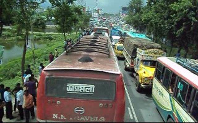 ঢাকা-চট্টগ্রাম মহাসড়কের ৩০ কিলোমিটার এলাকাজুড়ে তীব্র যানজট