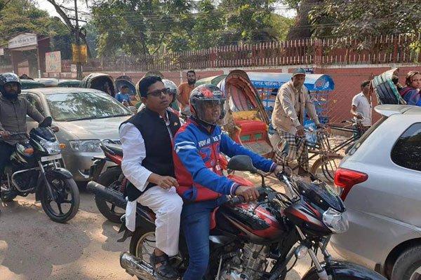 'হেলমেট ছাড়া মোটরসাইকেলে আরোহণে অনুতপ্ত পলক'