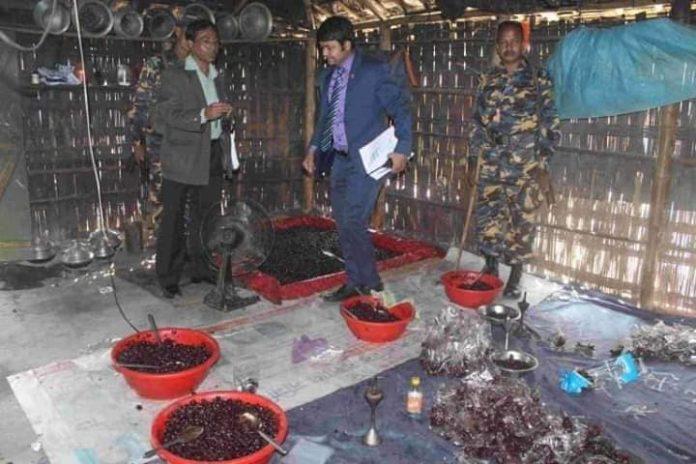 কক্সবাজারে নকল বার্মিজ স্টিকার লাগানো ভেজাল আচারসহ মালিক আটক