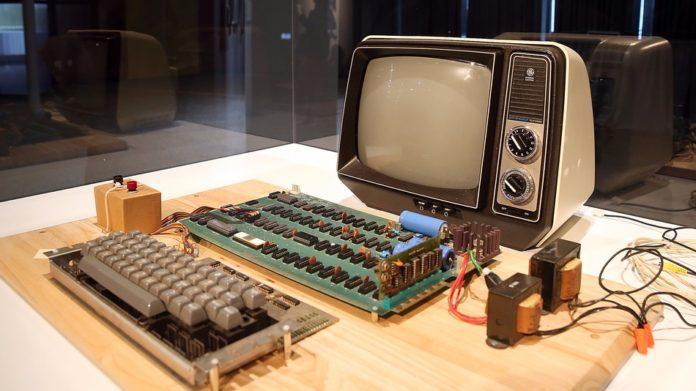 অনলাইন নিলামে বিক্রি করা হবে অ্যাপল-১ মডেলের কম্পিউটার