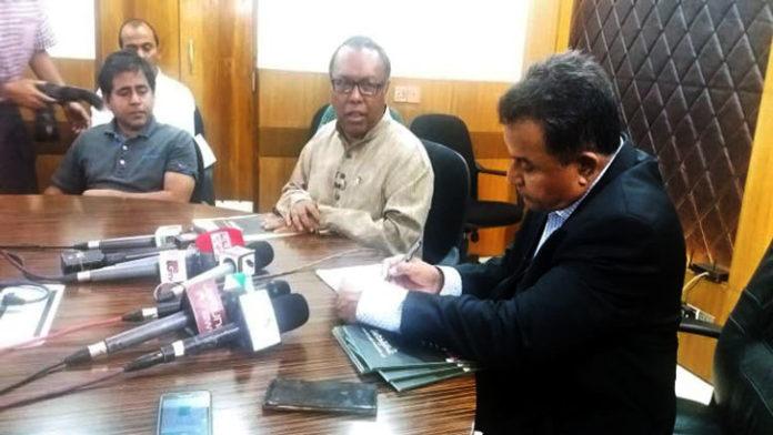 'দেশের কৃষকদের বাঁচাতে চাল আমদানি বন্ধ করা হবে'