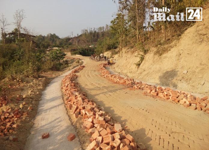 বান্দরবানে এলজিইডির সড়ক নির্মাণ কাজে নিম্মমানের সামগ্রী ব্যবহার
