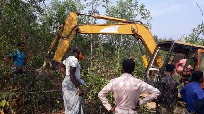 উখিয়ায় পাহাড় কেটে রোহিঙ্গা ক্যাম্প বানাচ্ছে কতিপয় 'এনজিও'