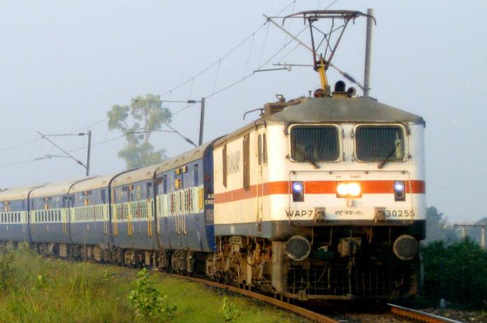 নারায়ণগঞ্জ-জয়দেবপুর রুটে প্রথম বৈদ্যুতিক ট্রেনঃ রেলমন্ত্রী
