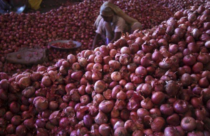 আমদানি করা পিয়াজ ৪২ টাকায় কিনে বিক্রি করছে ১১০ টাকায়