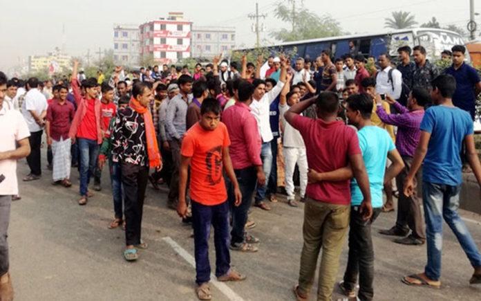 গাজীপুরে ঢাকা-ময়মনসিংহ মহাসড়ক অবরোধ করেছেন পরিবহণ শ্রমিকরা